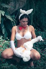 Coelhinha Que Trazes Pra Mim? (Denilton Santos) Tags: woman sexy luz canon easter 50mm lingerie sensual n coelhinha janaoliver