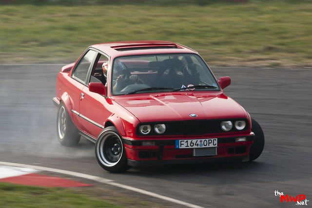 Daz from Team Sunset Drifting his BMW E30 4.0 V8