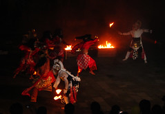 Sendratari Ramayana Surakarta (Solo) : Anoman Obong [Explored 22 April 2012] (ARIAMAN) Tags: art indonesia fire java dance theater performance culture solo hanuman tradition surakarta hanoman indrajit anoman sendratari