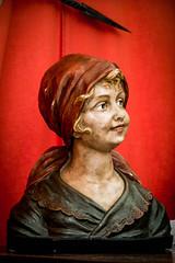 Le sourire (Jamiecat *) Tags: red woman smile hat 30 bell femme plaster bust chapeau toulouse sourire brocante cloche buste anne platre