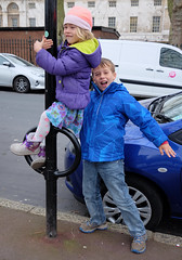 Streets are playgrounds? (Lars Plougmann) Tags: england london children climb unitedkingdom greenwich gb dscf9673