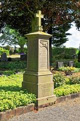 7021 Neuengeseke, Friedhof (RainerV) Tags: friedhof germany geotagged grabstein deu nordrheinwestfalen grabmal 16051 badsassendorf nikond300 neuengeseke rainerv geo:lat=5154979196 geo:lon=821081609