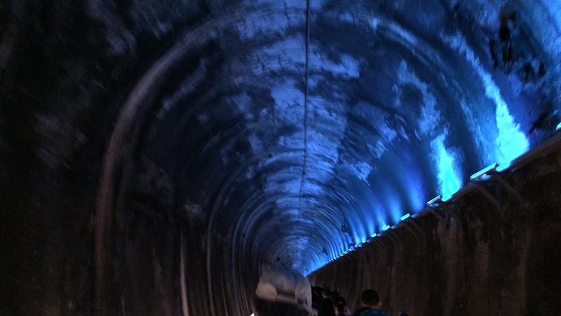功維敘隧道內