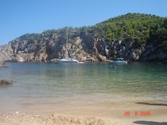Ibiza (beatrizsb96) Tags: cliff beach barcos ships playa arena ibiza turismo vegetacin relieve marmediterrneo acantilados erosin orografa hidrologa geografafsica
