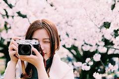 Camera Girl : Olympus Pen F (euyoung) Tags: zeiss pen olympus f sakura fukuoka f18   32mm penf fujfilm  touit xpro2 vsco