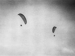 alps II (Karo Krmer) Tags: paragliding schirm alpen alps schwarzweis blackandwhite monochrom analog rollei35t kleinbild 35mm berge flug flight
