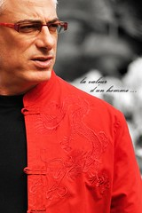 mon homme (Cani Mancebo) Tags: china red portrait man black men grancanaria canon cutout rouge rojo retrato negro sigma 70200 hombre homme qipao islascanarias noire telde desaturado parquesanjuan sigma70200mm 400d canoneos400ddigital posadorobado canimancebo javiermancebo sigma70200mmf28exdgapomacrohsmii