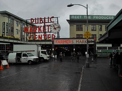 Pikeplace Market in rain... (tokuro) Tags: seattle public rain washington market wa pikeplacemarket pike pikeplace