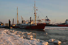 Frozen ship (Vahancho) Tags: winter ice germany frozen hamburg alster elbe