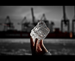 "21/ 50 ""Eiszeit"" (Mirko.Eggert) Tags: winter 50mm hamburg hafen eis elbe 50mmproject twittographers"