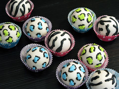 "Animal Print Cake Balls • <a style=""font-size:0.8em;"" href=""http://www.flickr.com/photos/64714706@N05/6911992404/"" target=""_blank"">View on Flickr</a>"