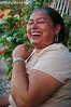 Abuela Ramonita (☆ MillyMom™... A.K.A. AnacondaEnergyDrink) Tags: flores abuela perspectiva primer felicidad plano carcajada ramonita