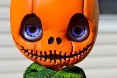 pun'kin (cybermelli) Tags: halloween smile pumpkin jack carved scary stem doll head jackolantern creepy misfit blythe custom takara olantern blythephotos