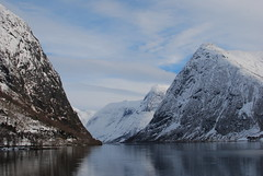 Kjsnesfjorden (KOKONIS) Tags: lake mountains norway landscape norge nikon europa europe scandinavia steep fjell vestlandet landskap noreg innsj skandinavia sognogfjordane sunnfjord d80 jlster jlstravatnet mrgniqq