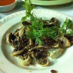 ไส้ตันทอดกระเทียม | Deep-Fried Intestine With Garlic  @ เนเน่ ปลาเผา เจ็ดยอด | Ne Ne