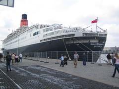 In de haven van Rotterdam (M. loewe) Tags: haven rotterdam queenelizabeth cruiseschip