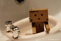 Danboard bath (intothewildeveryday) Tags: voyage travel boy usa nude de bathroom sadness bath sad nu crying triste eat teen manger bain cry eats ado douche salle tristesse garçon mange valise garcon danbo pleure danboard cartox