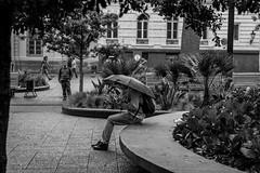 Mundos (Medigore) Tags: chile street santiago byn blancoynegro photography 50mm calle lluvia celular soledad fotografia mirada paraguas medigore canont3i