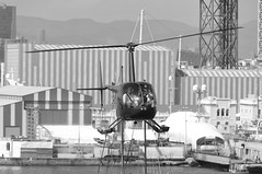 CFR1118-bn  Robinson R44 Raven EC-HTQ (Carlos F1) Tags: nikon d300 lepb helipuerto heliport transporte transport aviacin aviation helicoptero helicopter spotter spotting echtq robinson r44 raven black white blanco negro bn bw barcelona spain rotorcraft