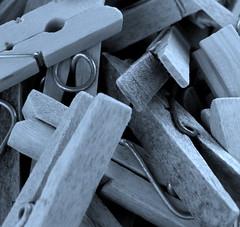 (Landanna) Tags: bw white black zwart wit sort clothespin hvid clothespeg zw wasknijpers tjklemme
