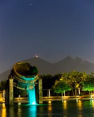 Monterrey llamando a Marte, cambio. (Ben Zavala) Tags: city sky mars night mexico lights sofia monterrey marte dany cerrodelasilla parquefundidora planetas 2016 hornos3 sonya7 benzavala