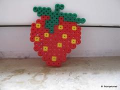Strawberry (petuniad) Tags: beads hama perler prlplattor hamabeads perlerbeads strijkkralen bgelperlen buegelperlen