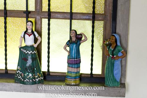"Pozoleria Moctezuma • <a style=""font-size:0.8em;"" href=""https://www.flickr.com/photos/7515640@N06/6810015532/"" target=""_blank"">View on Flickr</a>"
