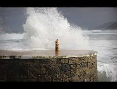Waves in Zarautz (Basque Country) (Shanti Basauri) Tags: sea costa port puerto coast mar country wave cote basque vasco euskadi ola kaia espuma gipuzkoa zarautz zarauz euskal herria itsaso país portu aparra kresala