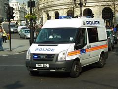 Met Police DVH (kenjonbro) Tags: uk white london ford westminster trafalgarsquare police transit charingcross metropolitan fwd 115 sw1 metropolitanpolice 2011 dvh kenjonbro t300s fujifilmfinepixhs10 fujihs10 bx61edo