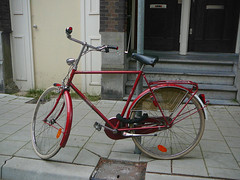 Union herenfiets (traditional gents roadster, vélo homme traditionnel), Amsterdam, Chasséstraat, 06-2011 (Jacques Mounnezergues) Tags: street red people urban classic amsterdam bicycle vintage rouge candid traditional union streetphotography streetlife streetscene oldtimer spotted rue jakob rood fahrrad gents vélo homme fiets ancien roadster streetshot straat meerbusch vintagebicycle stadsarchief instantané traditionnel gespot scènesderue straatfotografie croisé teeuwen straatleven straatfoto classicbicycle straatscene herenfiets oudefiets chasséstraat photodanslarue vélohomme oudeherenfiets gentleman'sbicycle vintagegentleman'sbicycle classicgentleman'sbicycle vélohommeancien prisdanslarue stratenvanamsterdam inthestreetsofamsterdam
