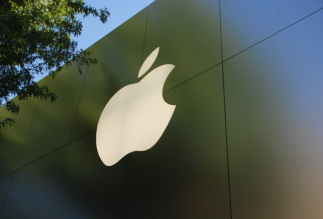 apple sign maryland applestore dcist bethesda bethesdarow montgomerycounty