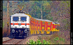 (3rd P7 OF THE DAY , HWH' 30305) THE DOUBLE DECKER (Raj Kumar (The Rail Enthusiast)) Tags: new black canon delhi double diamond express kolkata raj decker kumar howrah sealdah ghaziabad 30203 30251 30305 duronto wap7 sx30is