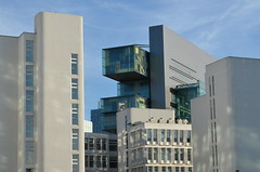 MANCHESTER CIVIL JUSTICE CENTRE VIEWED FROM SALFORD. (westport 1946) Tags: architecture manchester riverside streetphotography highrise architektur salford modernarchitecture manchesterskyline bridgestreet spinningfields civiljusticecentre mcjc dentoncorkermarshall opened2007