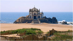 Senhor da Pedra (jjbesadarico) Tags: old sea naturaleza beach portugal church faro mar arquitectura agua natural chapel playa olympus viajes porto e3 gatitos turismo olas islas oly atlantico faros trabel