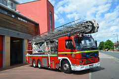 YS02YDR (Emergency_Vehicles) Tags: rescue station fire platform aerial service ladder alp doncaster
