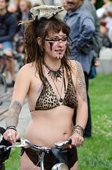 chica vestida de salvaje (vienadirecto) Tags: vienna street urban calle bicicleta criticalmass urbano viena vienne bycicle 2016 fahrad viennanakedride