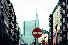 clet a milano (Sara Fasullo) Tags: city red italy art artist arte milano cartello garibaldi divieto clet