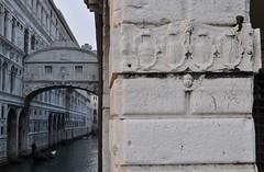 Ponte Sospiri e stemmi