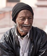 Shaami (viralstile) Tags: poverty pakistan portrait tourism asia poor oldman portraiture pakistani guide punjab oldpeople lahore tourguide badshahimasjid lahorefort canonef50mmf14usm touristguide pakistanipeople canoneos500d oldpeopleportrait thebadshahimosque canoneosrebelt1i canoneoskissx3 povertyinpakistan viralstile thekingsmosque  badshahimasjidguide shaami thebadshahimosqueguide
