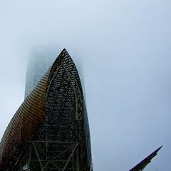 nebbia (ciglieggia) Tags: barcelona sea fish fog mar mare barceloneta nebbia niebla barcellona pesce barna scultura portolimpic portoolimpico