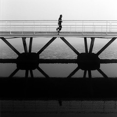 X´X (António Alfarroba) Tags: bridge film raios spokes running run ponte hasselblad parquedasnações correr expo98 simmetry simetria hasselblad501cm passadiço docadosolivais
