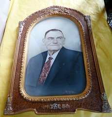 F455N 1910s Empire Art Co. picture frame with 1960s photograph