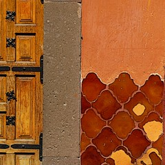 (msdonnalee) Tags: door muro wall tile mexico pared puerta terracotta doorway mexique porte entry stucco mexiko messico brokentile vintagetile photosfromsanmigueldeallende fotosdesanmigueldeallende