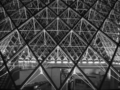 Midnight into the pyramid (pictopix) Tags: light bw paris architecture night dark noiretblanc louvre lumire muse structure nb moderne contraste grille nuit mtal obscurit trame musum blackwhitephotos