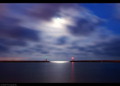 Full moon (Le***Refs *PHOTOGRAPHIE*) Tags: longexposure light sky moon seascape night clouds lune nikon angle fullmoon 10mm pleine d90 lerefs lunecarnondiguepharewide