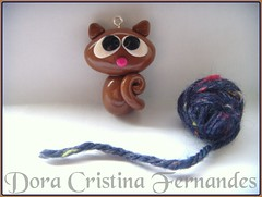 Miauuuuuuu...... (Dora Cristina Fernandes) Tags: cute collier necklace keychain pin handmade crafts brooch feitomo artesanal recuerdo souvenir polymerclay fimo ornaments clay bracelet earrings portachaves crafty acessories colar charms decorao pulseira brincos pendant fofinho collane spille bonecos chaveiro acessrios pregadeiras cermicaplstica portachiavi polyclay alfinetes lembrancinhas molduras bagcharm orecchini berloques apliques caixasdecoradas arcillapolimrica scarfpin argilaplstica porcelanaplstica fimocuties patpolymre