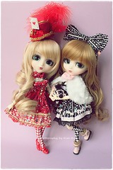 Miho & Melin - Pullip Bloody Red Hood (Kim-kun) Tags: dolls pullip miho pullips momoe melin angelicpretty obitsubody pullipraphia pulliphellokitty leekeworldwig grooveinc kimkun coolcatshoes pullipprupate pullipbloodyredhood pullipseila