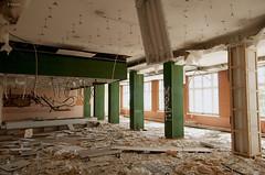 Piliers à dévêtir (B.RANZA) Tags: trace histoire waste sanatorium hopital empreinte exil cmc patrimoine urbex disparition abandonedplace mémoire friche centremédicochirurgical