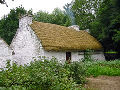 Irish Thatched Roof Cottage (SewerDoc (4 million views)) Tags: ireland roof castle cottage thatchedroof bunrattycastle limerick folkpark sewerdoc ©jaredfein