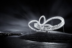 Tiger & Turtle Magic Mountain II (generalstussner) Tags: bw white black night clouds canon movement long exposure kunst 5d sw duisburg nachtaufnahme kunstwerk halde landmarke tigerturtle 5dmarkii